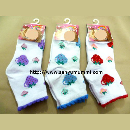kaos kaki anak motif strawberry