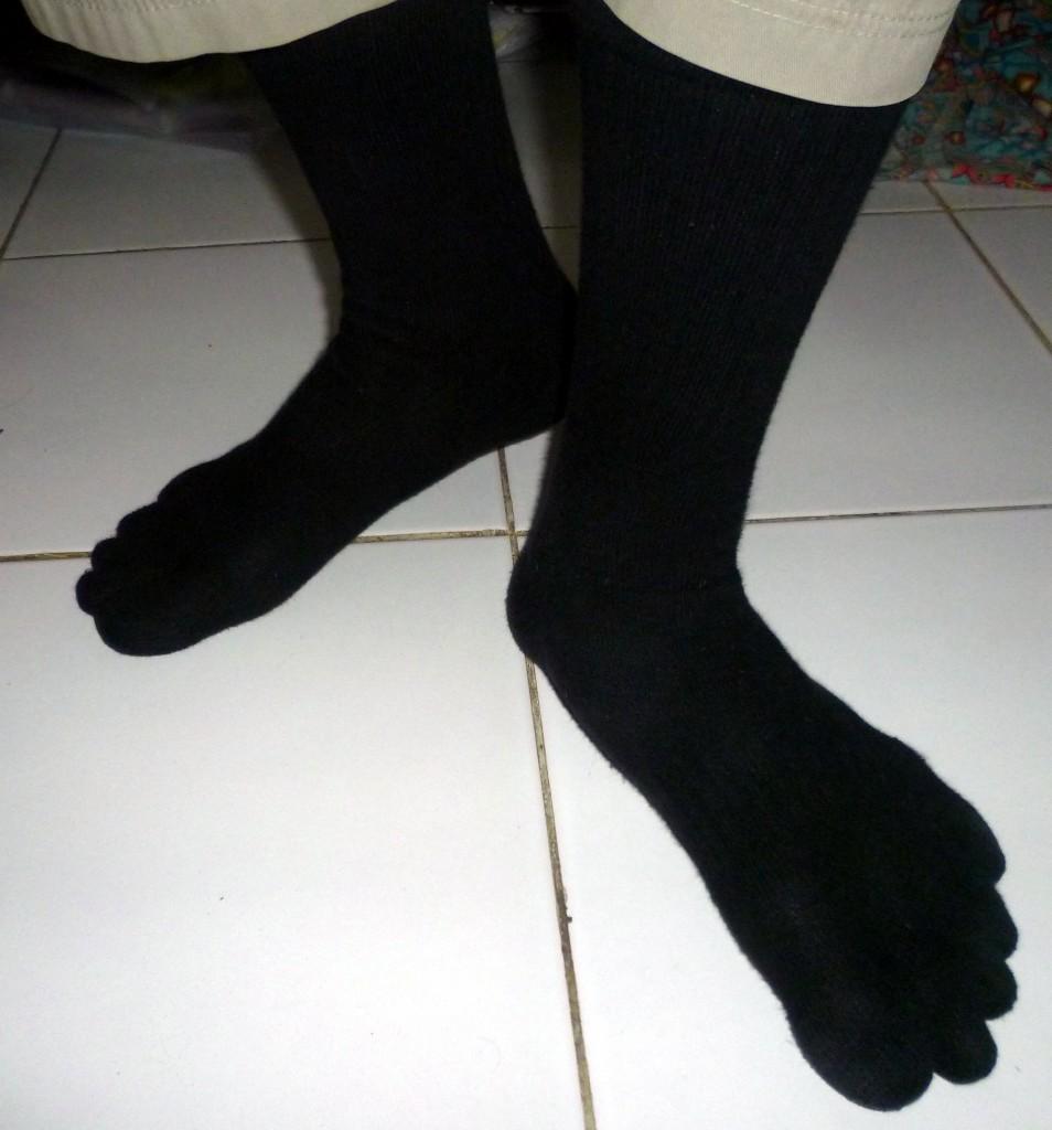 kaos kaki kanik 5 jari saat digunakan